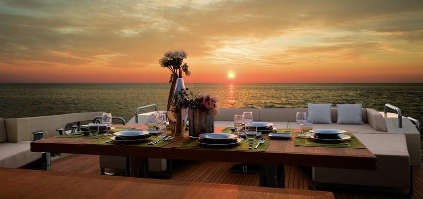 Dîner sur un yacht
